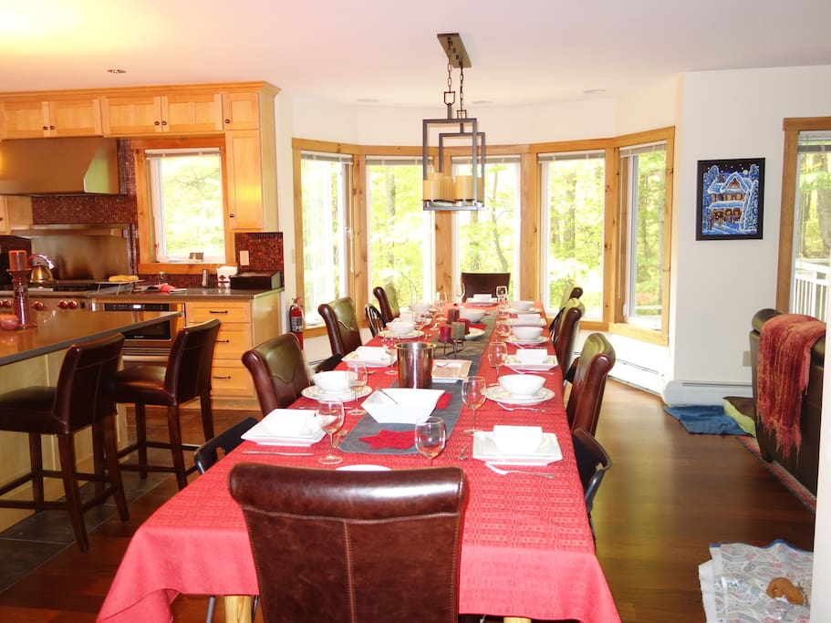 The dining room welcomes 14-16 guests + 4 on the kitchen island
