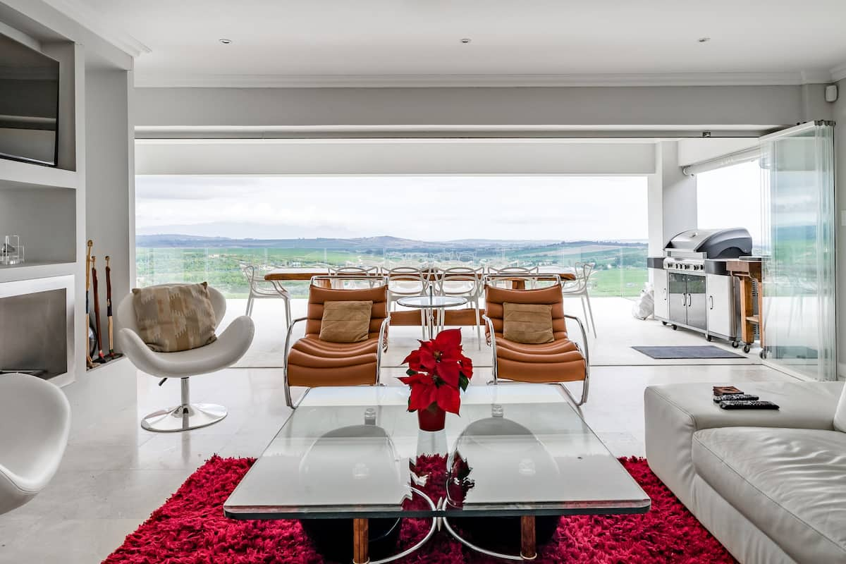 Glamorous Vineyard Living with breathtaking Views