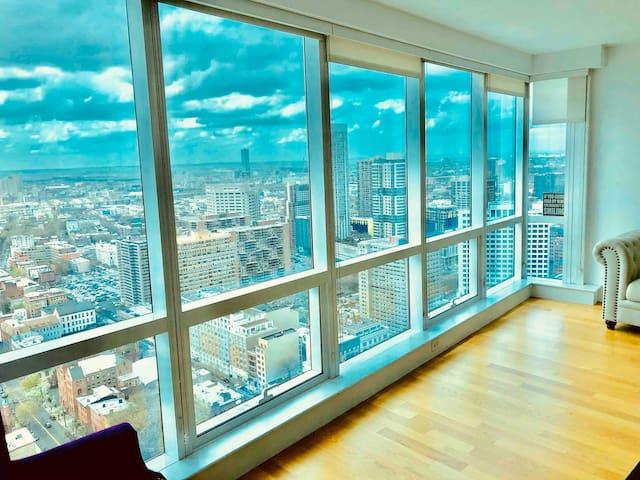 Breathtaking Skyline View -PRICE SPECIAL