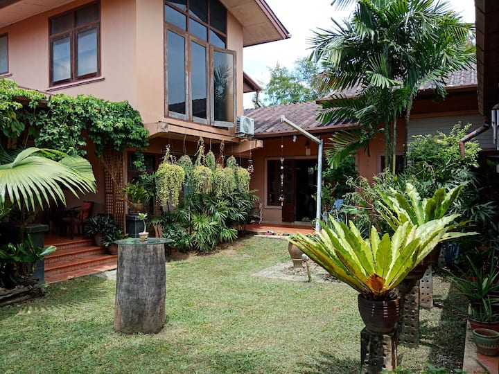 House 2 BDR beautiful Garden, Phuket town Centre
