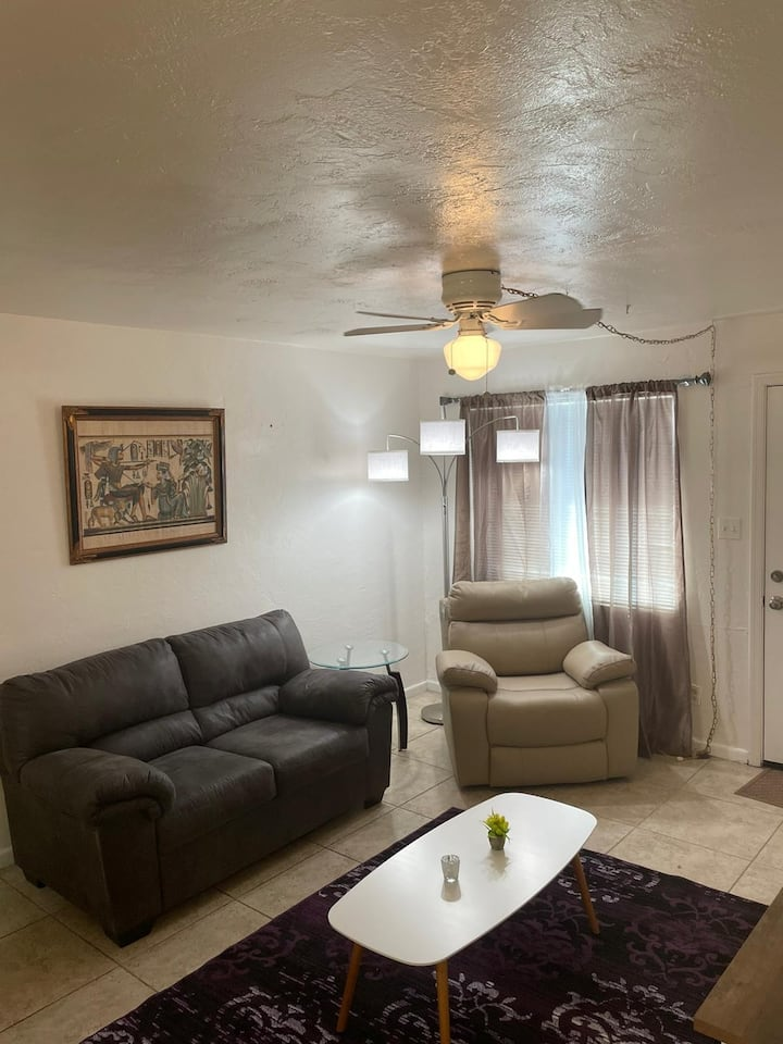 Phoenix Gem! Clean Midtown 1Bed 1Bath To Call Home