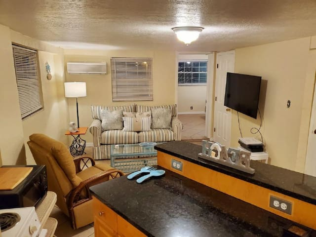 Cozy!  Chic!  1-bdrm #10 Directly Across from Beach ~ ANUARY AT REDUCED RATES!