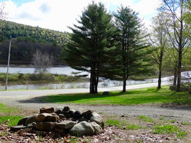 The Driftwood River Front 3 bedroom 2 bath 5 guest