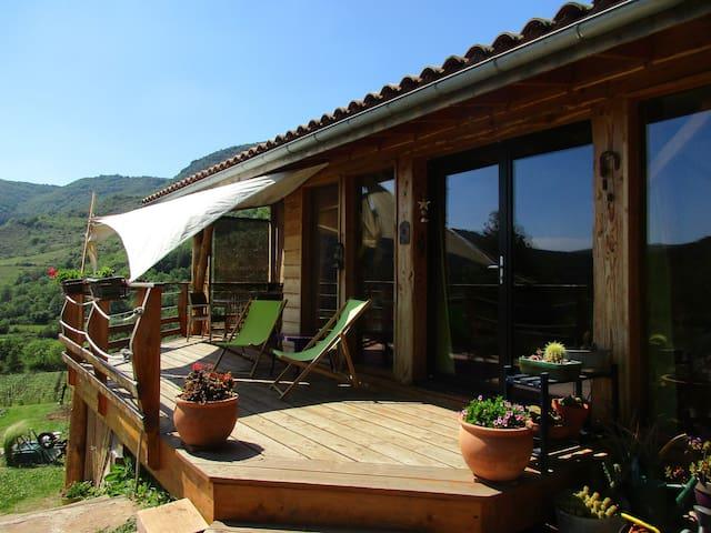 Maison écologique, proche Millau, bord de rivière