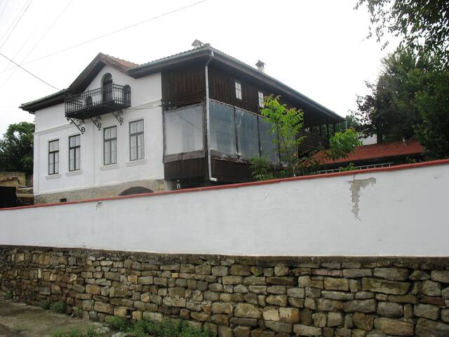 Self contained apartment in large country house