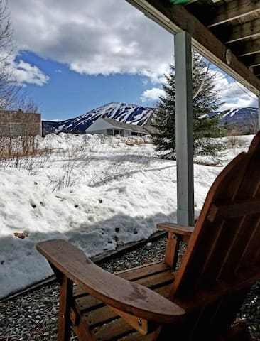 Spacious Ski In-Ski Out 1BR with Fireplace&Hot Tub