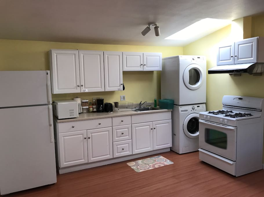 Full kitchen including free washer dryer use