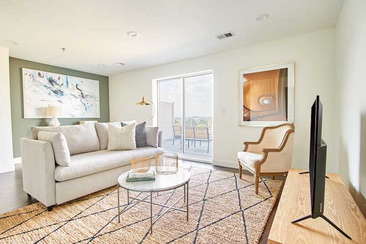 Sonder | Baltimore Place | 2BR Penthouse + Balcony