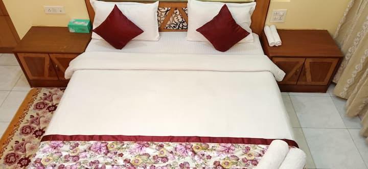 Private Room3 BHK apt- Advantage 2u hospitality