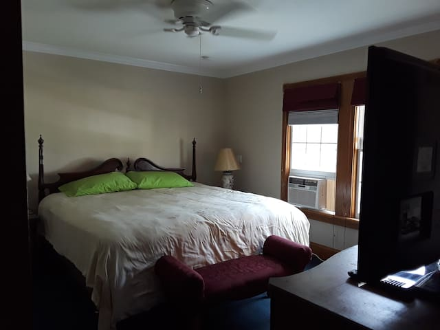 NICE BEDROOM IN EAST NORWALK