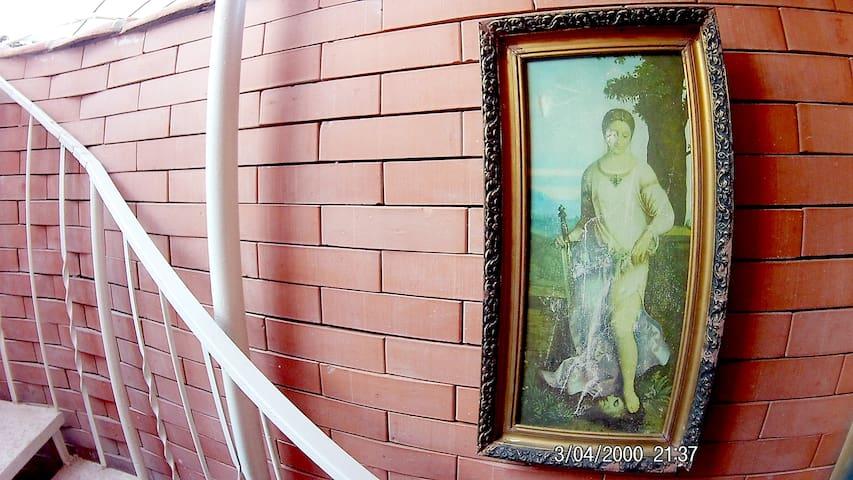 1 Cozy Home Hotel w Patio city center near Sameba
