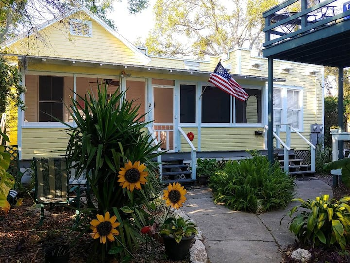 Uptown Classic Bungalow Comfy Walk Everywhere