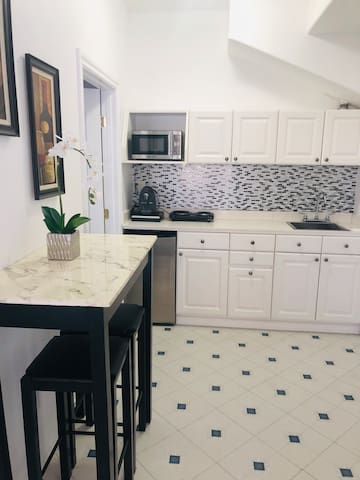 Charming Guest Suite about 4 Miles from The Beach.