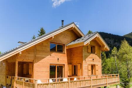 Chalet design, grande terrasse plein Sud avec vue