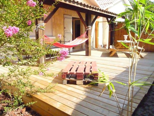 """La maison """"du pin"""" - Arès - House"""
