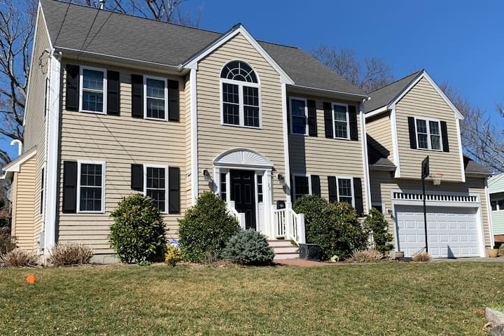 Spacious 4 bd/2.5 br house in World's End, Hingham