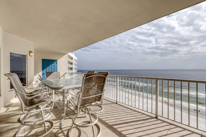Spacious, Gulf-front condo w/ views & access to pools, a hot tub & gym!