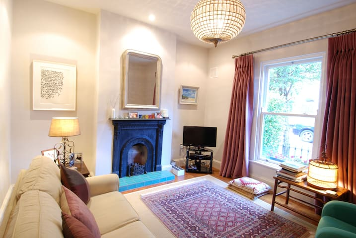 Stunning Victorian cottage close to centre
