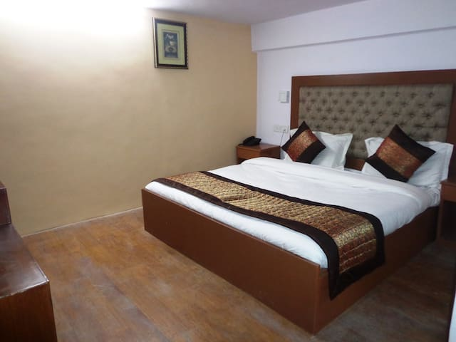 Hotel Landmark Inn - New Delhi - Guesthouse