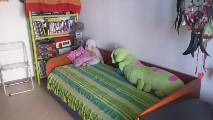 Stanza ammobiliata, per 1-2 persone, con bagno - Bari - Lejlighed