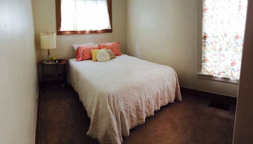 Private two-bedroom apartment - Watertown - Apartment