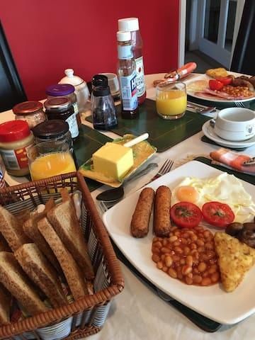 Rosslyn Cottage in Bourne, Lincolnshire, UK:  Breakfast - Full English/Vegetarian