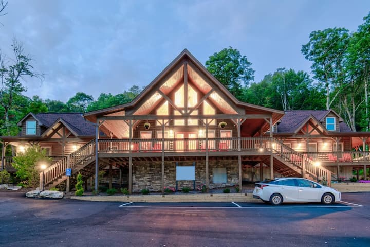 Blue Ridge Village (Banner Elk) - 2 Bedroom Loft