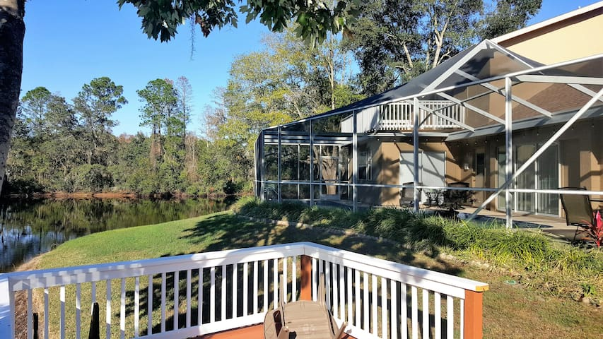 Spacious Lakefront Pool Home - Tarpon Springs - House