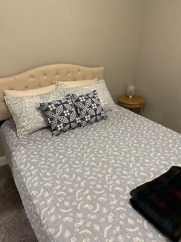Bedroom 1- Queen Memory Foam mattress