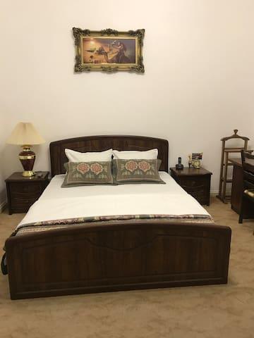 Спальня номера люкс Luxury bedroom