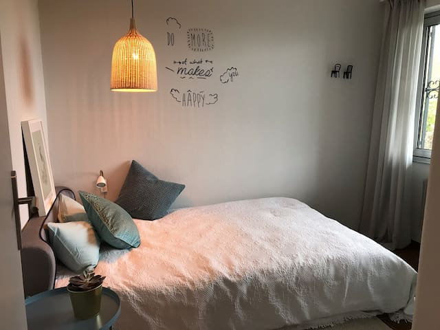 Kleines, gemütliches Einzel-Schlafzimmer (3) mit Gartenblick -  Bett 120x200