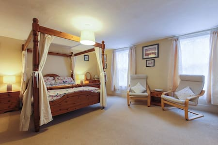 Foye Old Exchange B&B Four Poster - Fowey - Wikt i opierunek