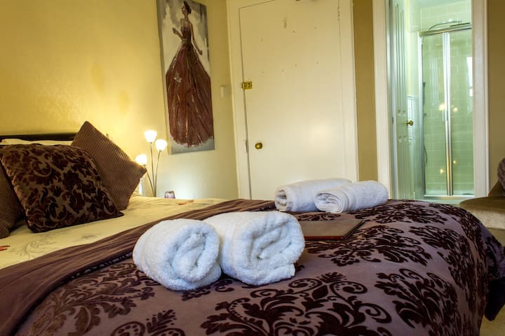 6.Double room, with en-suite