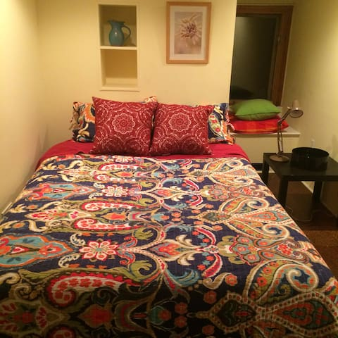 Cozy private room walkable to UPenn, Drexel, USP