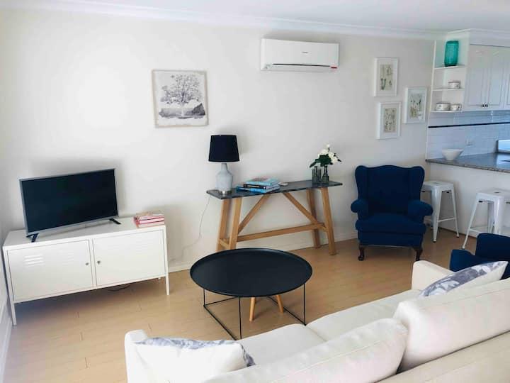 Wagga CBD Crampton St Terrace- Long stays avail