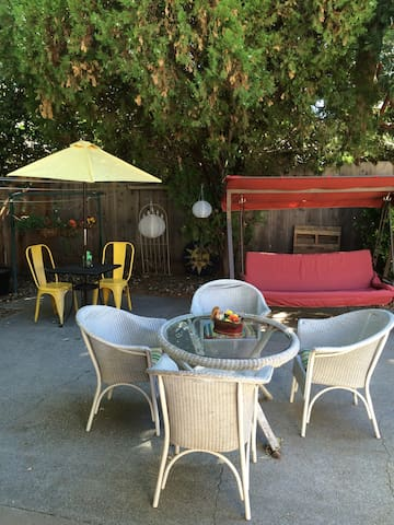 Cute Chico Nook! Private entrance, Close to Park! - Chico - Huis