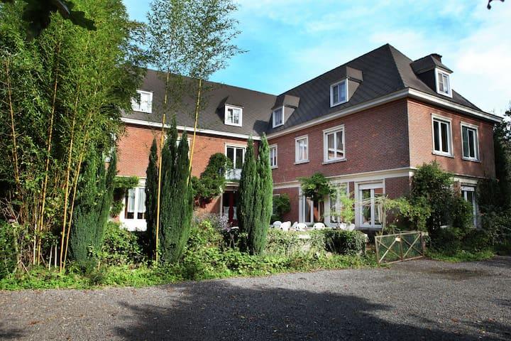 Comfortable Mansion in Doomkerke near Forest