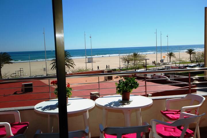 Beachfront Apartment. Premium. WIFI. Swimming Pool