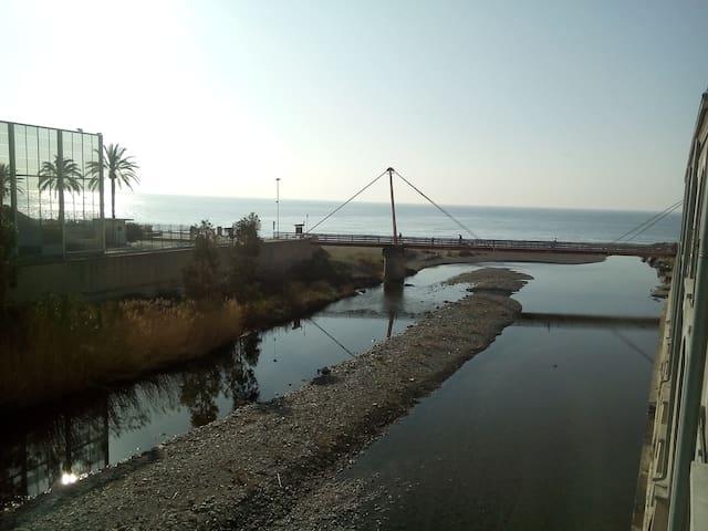 Loft VISTA MARE DAVANTI la SPIAGGIA - Savona - Loft