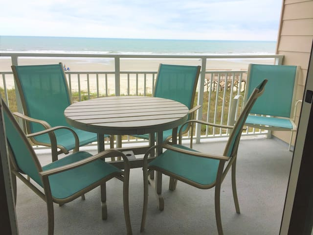 Luxury Ocean Front Condo - Escape to Paradise