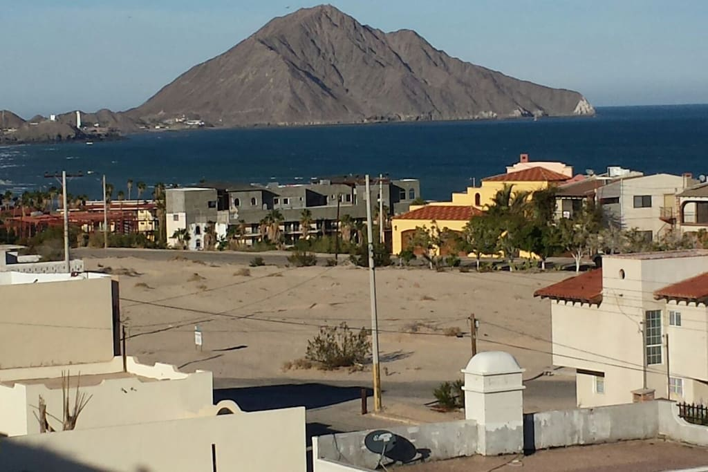 Walk to the Sea of Cortez and the Marina from our  Apartment Condo! Enjoy the tranquil setting of our neighborhood, away from the hustle and bustle, yet just a convenient 2.5 miles from San Felipe downtown central when you are ready for action.