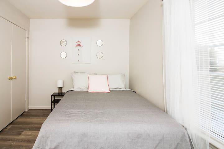 Queen bedroom with closet