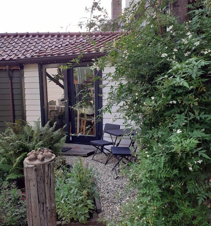 Idyllic garden house near Zaandam Centre