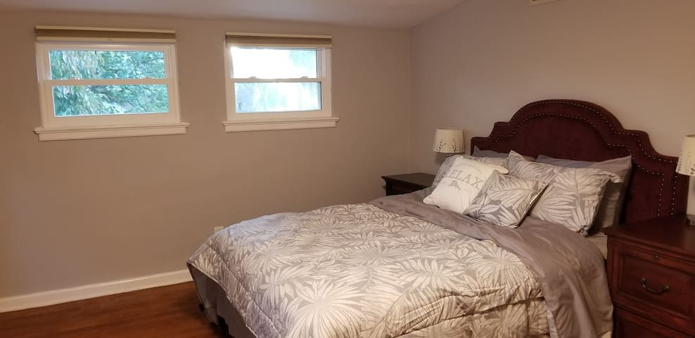 Private suite moon, 5 minutes walk to UD campus