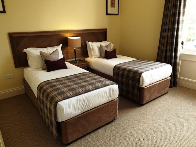 second bedroom  - twin or kingsize bed upon request. Private en-suite also