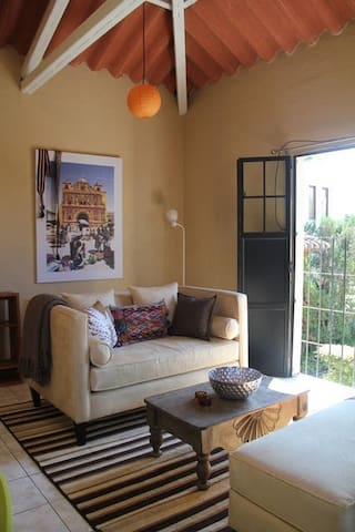 Chic 1 Bed Apartment Volcano Views - Antigua Guatemala - Flat