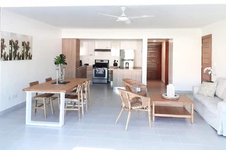 Bavaro by the Beach - Bright Spacious Apartment