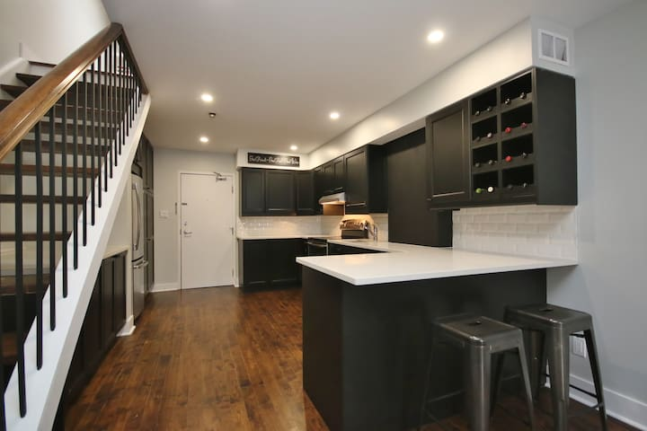 2 Story Loft in the heart of the Byward Market