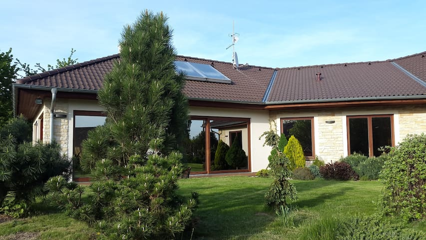 Cozy villa with pool near Prague - Ouběnice