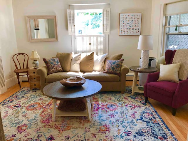 Open and cozy  living and kitchen area ... large dining table .... Harbor Hideaway is super comfortable and inviting